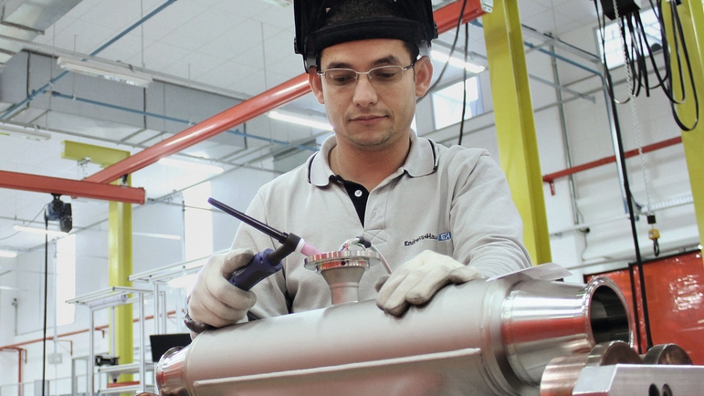 Employee assembling flow measurement device at division Itatiba/Brazil.