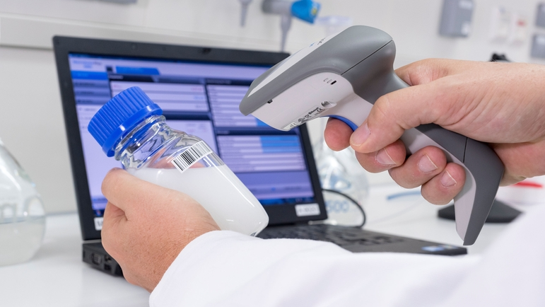 Scan and import important data on your grab samples directly into Memobase Plus.